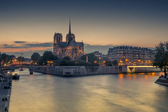 Paris in the evening light (Sizun Eye) Tags: paris evening twilight notredamecathedral notredame seine seineriver river france sizuneye nikond750 nisifilters tamron2470mmf28 2470mm tamron le longexposure poselongue city cityline boat tourists