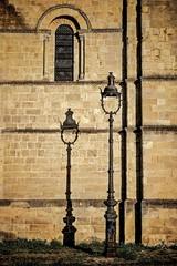 Laisse-moi devenir l'ombre de ton Rev'Herbert (Isa-belle33) Tags: wall mur urban urbain réverbère lampadaire streetlight shadow ombre bordeaux window fenêtre fujifilm
