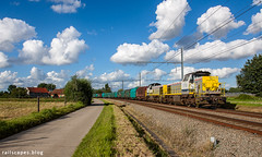 A blasting summer evening (VTZK) Tags: 10walenhoekzwijndrecht antwerpenhaven blx hld77 trein beveren vlaanderen belgium be business train railscape railscapes freight transport transportation rail railroad sustainable logistics zug bahn mobility photo image spoorweg chemindefer spoorlijn cargo eisenbahn blue sky sheep clouds lineas