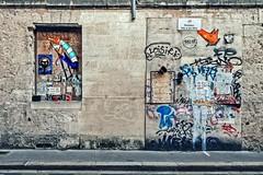 Déambulations dans les rues bordelaises.... (Isa-belle33) Tags: architecture urban urbain city ville wall mur fenêtre window door porte street fujifilm streetphotography streetart