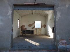 aula Industria 4.0 (bergkamp270) Tags: shadow windwos ombre industriale archeologia classroom scrivania desk industria40 abbandono abbandoned