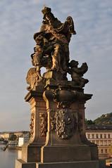 Statue baroque, pont Charles, Staré Město, Prague, République Tchèque. (byb64) Tags: prague praha prag praga républiquetchèque tchéquie česko českárepublika tschechien tschechischerepublik czechia czechrepublic chequia repúblicacheca cechia repubblicaceca bohême čechy böhmen bohemia boemia europe europa eu ue unesco unescoworldheritagesite patrimoinemondial malastrana pontcharles karlůvmost karlsbrücke charlesbridge puentecarlos pontecarlo moyenage medioevo middleages edadmedia pont puente brücke ponte bridge ciudad charlesiv xive 14th contrejour acontraluz contraluce gegenlicht контровыйсвет прага чехия карловмост средниевека staréměsto