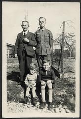 Peter862 WWII, Familienfoto, 1942 (Hans-Michael Tappen) Tags: archivhansmichaeltappen albumb peterhuber 19301930 wwii soldat uniform wehrmacht garten outdoor fotorahmen bart schnauzbart zigarre