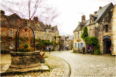 Locronan , a really fascinating place ... (miriam ulivi) Tags: miriamulivi panasonicdmctz60 francia bretagna finistère locronan piazza pozzo casedigranito people fiori flowers square well granitehouses leplusbeauvillagedefrance