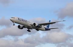 Boeing 777 - London Heathrow (Andrew Edkins) Tags: kuwaitairlines boeing777 9kaok londonheathrow airport flight flying landing aviation myrtleavenue feltham london canon geotagged light november 2018 winter jet passenger civilaviation