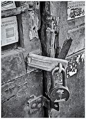 Pentax Auto 110 (1978) (Black and White Fine Art) Tags: pentaxauto1101978 pentax11018mmf28 pentaxmini pentax 110format formato110 smallformat formatopequeño sanjuan oldsanjuan viejosanjuan puertorico bn bw textures texturas