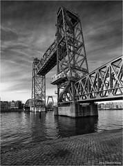 De Hef 3 (Rens Timmermans) Tags: canon5dmk3 canonef1124f4 bruggen rotterdam blackwhite niksilverefexpro wegenwaterbouw rivier nationalgeographic ngc