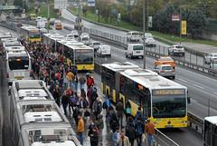 Istanbul BRT. (Longreach - Jonathan McDonnell) Tags: turkey istanbul iett dsc2802 atakoy mercedes mercedescitaro brt