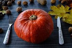 Thanksgiving (Tom Levold (www.levold.de/photosphere)) Tags: autumn fujixt2 xf18135mm herbst food kürbis pumpkin stillleben still fork messer gabel besteck knife afsnikkor70300mmed