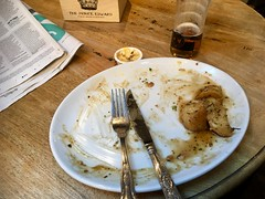 The Prince Edward, 73 Prince's Square, London W2 4NY (bellaphon) Tags: rodliddle englishfood pub pubfood pubgrub lamb roastlamb sundayroast trimmings yorkshirepudding roastpotatoes cauliflower broccoli carrots wickedwyvern ipa instabeer pint pinta badgerbeers beer realale