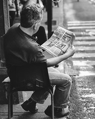 A man and his newspaper (Frederik Trovatten) Tags: bnw blackandwhite blackandwhitephotography black newspaper reading read noir monochrome monochromatic streetphotography street streetportrait streetphoto portrait fuji fujifilm xt3 fujinon mexico mexicocity man city candid candidphotography