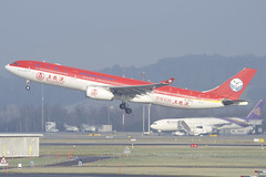 Sichuan Airlines Airbus A330-300; B-5923@ZRH;19.01.2019 (Aero Icarus) Tags: zrh lszh zürichkloten zürichflughafen zurichairport aircraft flugzeug plane avion sichuanairlines airbusa330300 b5923 takeoff