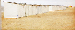 Sur la plage de Knokke, Belgium (claude lina) Tags: claudelina belgium belgique belgië knokke merdunord noordzee plage sable beach cabines