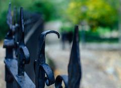 Alicaído   ///   Crestfallen   (345/365) (Walimai.photo) Tags: fence valla torcida caída alicaída crestfallen detail detalle bokeh nikon d7000 nikkor 35mm albarracín teruel