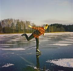201435 . G182411 (www.ilkkajukarainen.fi) Tags: 60s 60luku luistelu jää luisteleminen ice skating suomi finland villa paita woman nainen luistimet finlande eu europa scandinavia vintage photo helsinki juhajernvall