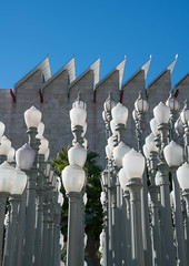 Urban Light at LACMA - Los Angeles, CA (ChrisGoldNY) Tags: sonya7rii sonyimages sonyalpha forsale licensing chrisgoldberg chrisgoldny chrisgoldphoto bookcover albumcover lacma losangeles california socal cali losangelescounty museum art exhibits repetition museums