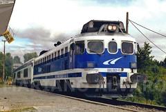 354.001 8.8 (Mariano Alvaro) Tags: tren talgo renfe trenes 354 talga apeadero vila da igrexa coruña galiza galicia olympus om101 fotografia analogica