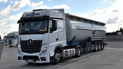 H - Schmidt Austria >584< MB New Actros 1845 Bigspace (BonsaiTruck) Tags: schmidt austria 584 mb actros spitzer lkw lastwagen lastzug silozug truck trucks lorry lorries camion caminhoes silo bulk citerne powdertank