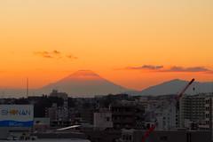 PB150047-4 (vincentvds2) Tags: fuji mountfuji sunset mtfuji evening roof yokohama