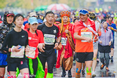 LD4_0348 (晴雨初霽) Tags: shanghai marathon race run sports photography photo nikon d4s dslr camera lens people china weekend november 2018 thousands city downtown town road street daytime rain staff
