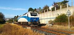 Toca maniobras (javivillanuevarico) Tags: renfe ferrocarril trenes galicia madrid