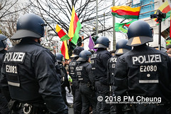 Demonstration: Der Wunsch nach Freiheit lässt sich nicht verbieten! – 01.12.2018 – Berlin - IMG_0022 (PM Cheung) Tags: 25jahrepkkverbot ypg kurden polizei polizeigesetze berlin derwunschnachfreiheitlässtsichnichtverbieten derwunschnachfreiheitlässtsichnichtverbietengemeinsamgegenpolizeigesetze pkkverbotundnationalismus bundesweitedemonstration interventionistischelinke kurdistan rojava türkei 01122018 demonstration demo pag polizeiaufgabengesetz kurdendemonstration pmcheung protest repression überwachung bundesinnenministerhorstseehofer kundgebung 2018 protestfotografie pomengcheung mengcheungpo auftaktkundgebung wwwpmcheungcom aufhebungpkkverbot afd facebookcompmcheungphotography polizeistaat arbeiterparteikurdistans protestveranstaltung rotehilfeev partiyakarkerênkurdistanê ernk bundesinnenministerrudolfseiters auseinandersetzungen rangeleien diepkkgehörtzudeutschland serihilde