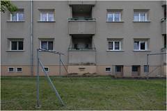 Grüner Hof, Köln-Mauenheim 4 (LichtEinfall) Tags: img8180ghfin raperre köln mauenheim architektur siedlung sozialebauten fassade wilhelmriphahn grünerhof wäschestangen