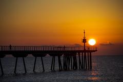 Francis Lai - Indian Summer (fotografia_naturalcolor) Tags: amanecer sol badalona barcelona catalunya gente reflejo luz contraluz negro naranja blanco nubes faro flickr canon eos 60d