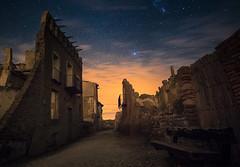 Siempre hay luz al final del camino (el_farero) Tags: belchite ruinas abandoned nightshot longexposure zaragoza sky stars farero civilwar street abandonado