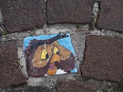 Boden - Fließe (ingrid eulenfan) Tags: bordolino italien italy italia gardasee kunst streetart fliese kachel eule owl