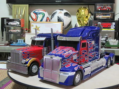 20190115135333 (imranbecks) Tags: legendary toys optimus prime lt02 mpm4 mpm transformers movie masterpiece film 2007 peterbilt 379 truck toy autobot autobots robot robots revenge fallen dark moon michael bay bayverse unique ut utr02 02 challenger western star 2014 2018 age extinction last knight 5700xe 5700 xe
