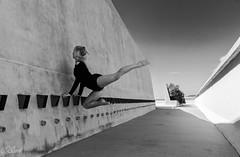 IMG_5367 (aochlesia13) Tags: monochrome contraste nuances architecture danse dance chorégraphie marseille lecorbusier citéradieuse provence canon eos80d sigma saut cora