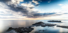 La calma (candi...) Tags: playa mar rocas cielo nubes largaexposición agua naturaleza nature sonya77 lametllademar