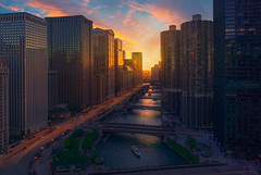 SUNSET IN CHICAGO (Iván F.) Tags: chicago city cityscape sunset sundown atardecer water channel puestadesol usa unitedstatesofamerica boat barco sun light cloud warm flames building high scky skyscrapper bridge explore exploration inexplore explorer travel adventure sonya7riii rooftop illinois modern cars