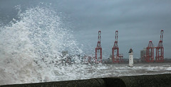 365-12 Waves at New Brighton (Ruth_W) Tags: merseyside newbrighton wallasey wirral 365the2019edition 3652019 day12365 12jan19