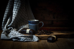 Morning Still-Life (Rense Haveman) Tags: fsulens helios44m lenzen lightroom pentaxk5 pentaxforumscom rensehaveman singleinfebruary2019 sovietlens indoor manualfocus productphotography stilllife coffee beans cloth wood cake red blue natural light staged pentaxart