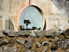 Uma Coisa é Uma Coisa e Outra Coisa é Outra Coisa (anaritaperalta) Tags: reflexo parede espelho construção