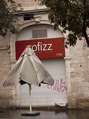 Cofizz in the Rain (zeevveez) Tags: זאבברקן zeevveez zeevbarkan canon people rain jaffastreet umbrella