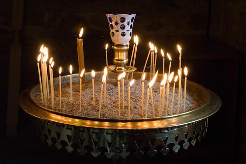 Kerzen in einem Meteora-Kloster, Thessalien