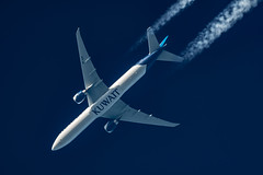 Kuwait Airways Boeing 777-369(ER) 9K-AOF (Thames Air) Tags: kuwait airways boeing 777369er 9kaof contrail telescope dobsonian contrails overhead vapour trail