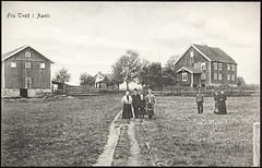 Postkort fra Agder (Avtrykket) Tags: barn bolighus familie hus kvinne mann postkort tjenestefolk uthus åmli austagder norway