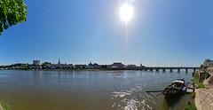 Sur les rives de la Loire à Saumur (Livith Muse) Tags: panorama soleil ciel fleuve rivière eau bleu bateau pont ville église château rive quai saumur paysdelaloire france fra mirrorless micro43 μ43 panasonic lumix g80 lumixgvario714f40 panasonic714mmf40