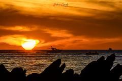 Amanecer en el estrecho. (Antonio Camelo) Tags: nikon estrecho mar sea sunrise amanecer nature naturaleza naranja orange sun sol boat barco