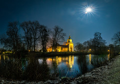 Shining Star (andreasmally) Tags: fürstenau moon mond stern star night nacht schloss schlossteich winter