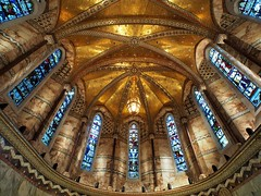 Fitzrovia Chapel, Frank Loughborough Pearson, 1929 - Fitzroy Place, London W1 .. (edk7) Tags: olympusomdem5 slrmagic8mm14rectilinearultrawideanglemanualfocuslens edk7 2018 uk england london londonw1 fitzrovia fitzroyplace pearsonsquarefitzroviachapelfoundation fitzroviachapelfrankloughboroughpearson1929 gradeiilisted italiangothic decorated polychromemarble mosaic gold church architecture building oldstructure
