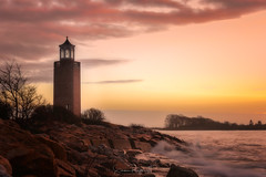 Avery Point Light (Simmie | Reagor - Simmulated.com) Tags: 2018 averypoint connecticut connecticutphotographer d750 dawn december landscapephotographer lighthouse longislandsound morning naturephotographer nikon sunrise winter digital water