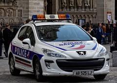 Police Paris - TV Réserve (Arthur Lombard) Tags: police policedepartment policecar policestation peugeot peugeot308 bluelight nikon nikond7200 911 999 112 17 emergency policenationale paris dopc