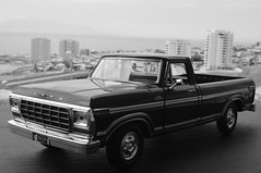 1969 Ford F-150 Custom 1/24 diecast made by Motormax (rigavimon) Tags: diecast miniaturas 124 1969 ford f150 miniature motormax blancoynegro blackwhite whiteblack