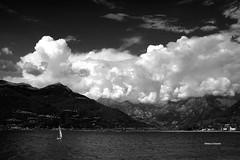 Altolà(go) (stefano.chiarato) Tags: nuvole clouds cielo sky lagodicomo lombardia italy acqua water montagne mountains paesaggio panorami landscape pentax pentaxk70 pentaxflickraward