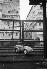 (a.pierre4840) Tags: olympus xa 35mm f28 35mmfilm bw blackandwhite monochrome noiretblanc ilford ilfordhp5 hp5 hp5plus urban decay hongkong kowloon